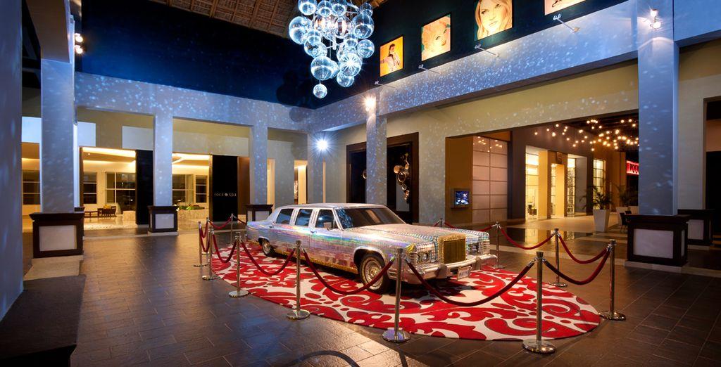 La limusina que decora el hall del casino perteneció a Madonna