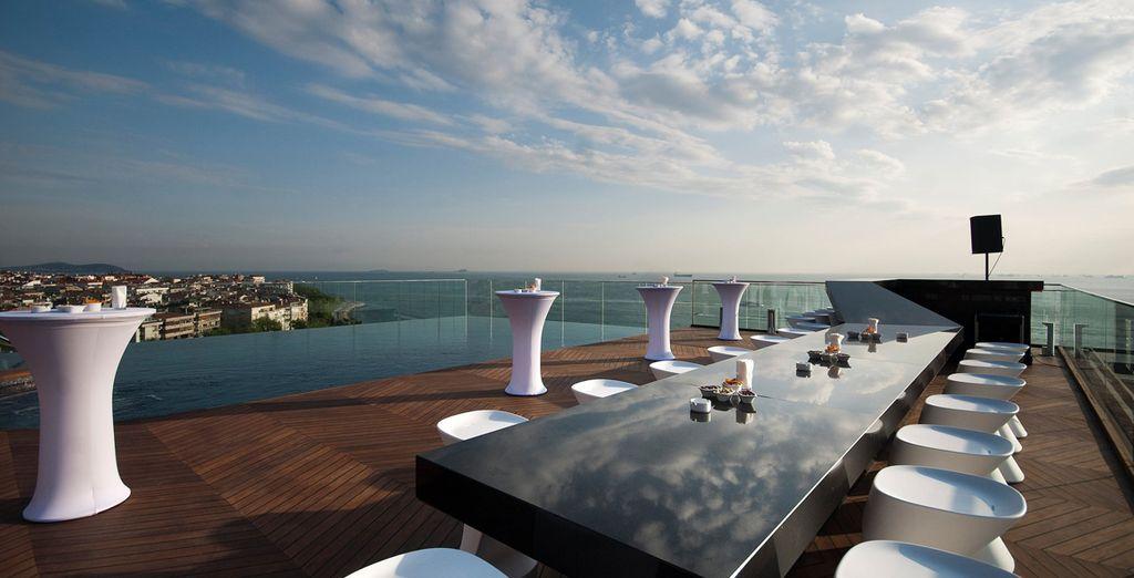 Su magnífica terraza con vistas te conquistará