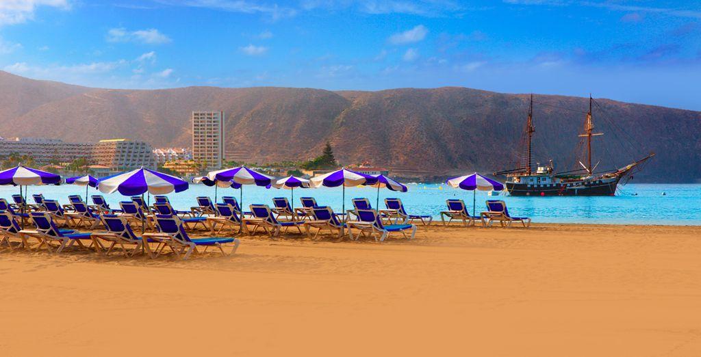 Descubre las mejores playas de Tenerife como la de los Cristianos...