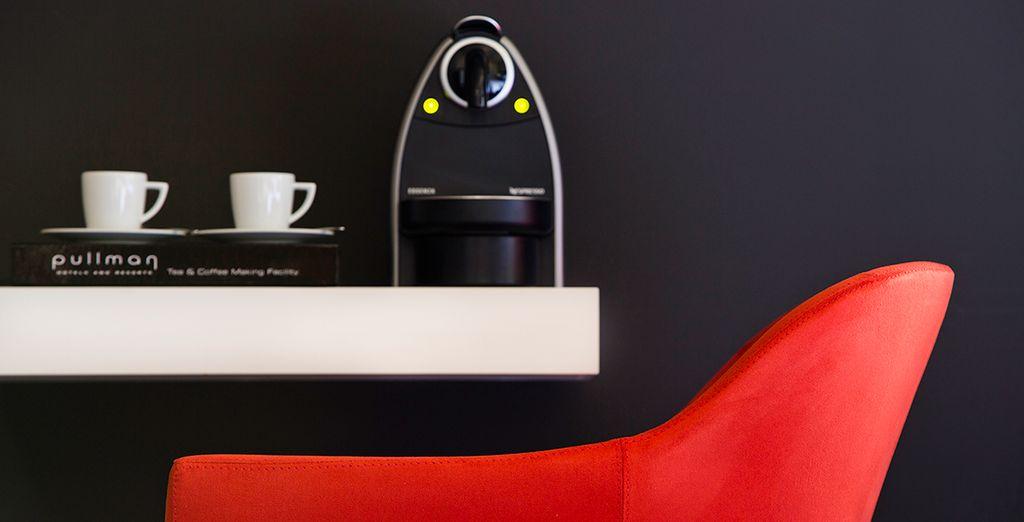 Cuenta con máquina de café