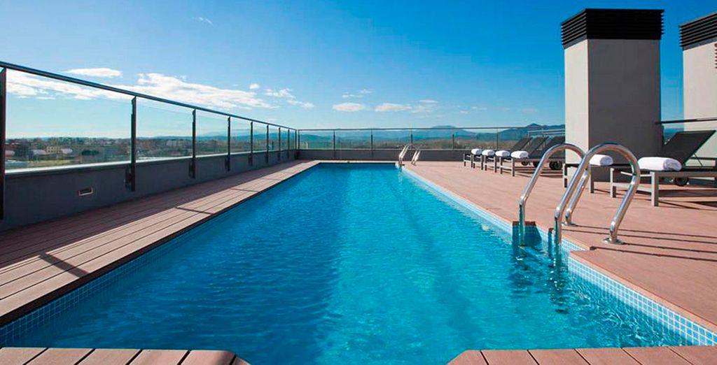 La terraza, situada en la sexta planta del hotel, esconde una piscina