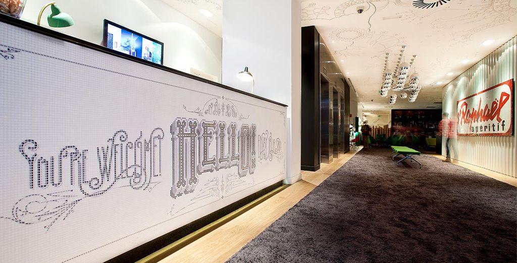 Los pasillos de cada planta se han decorado con murales de grafitis