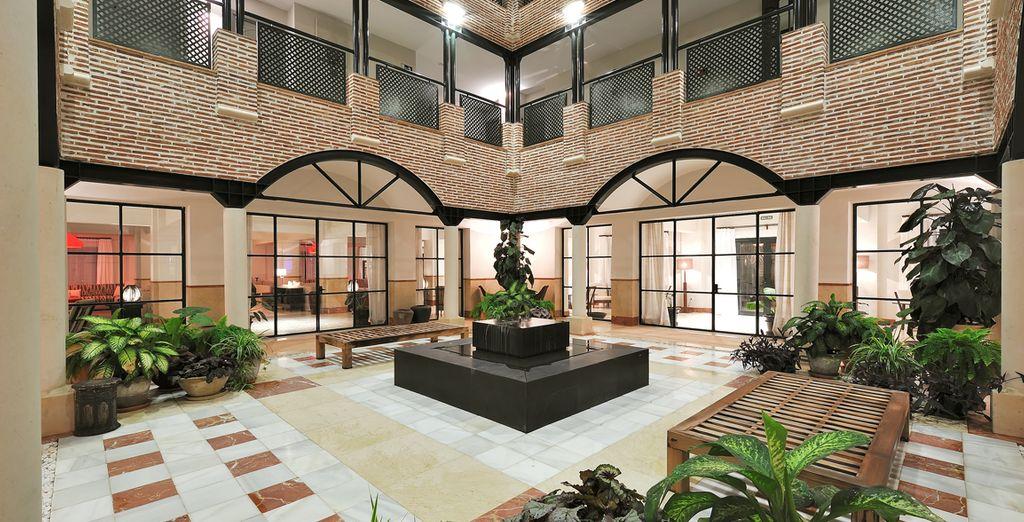 Un hotel moderno de estilo mediterráneo con influencias árabes