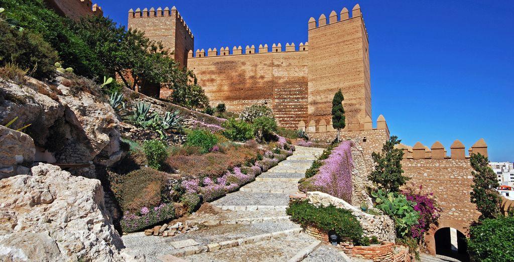... situado a menos de 45 minutos de Almería