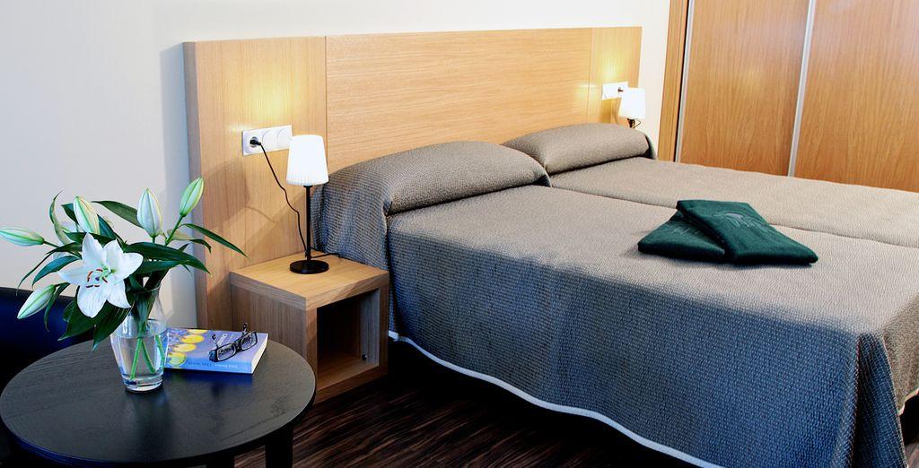 Te alojarás en una habitación de estilo sencillo, moderno y contemporáneo