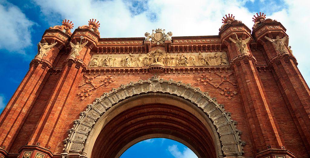 Recuerda fotografiarte junto a monumentos como Arco de Triunfo