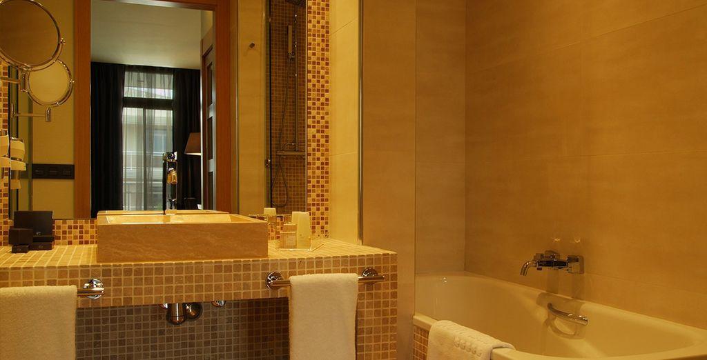 Un cómodo y elegante baño para una deliciosa estancia
