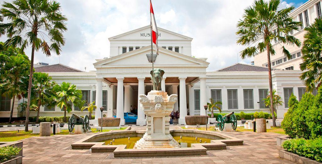 Visitarás los monumentos más importantes de Jakarta como el palacio presidencial Merdeka