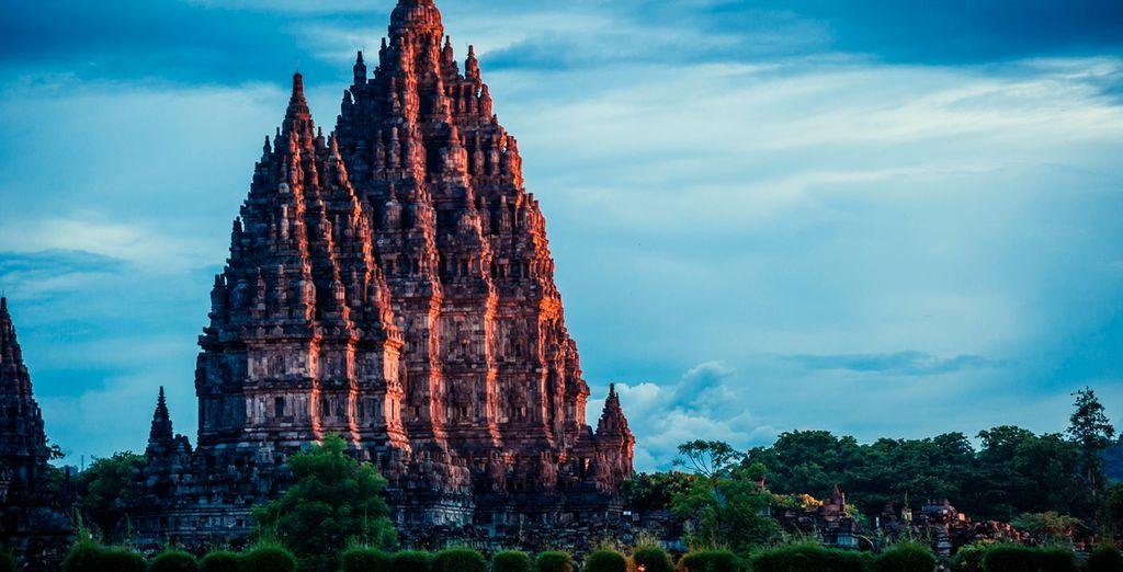 Visitarás el templo de Prambanan, el más grande e importante que verás durante tu ruta