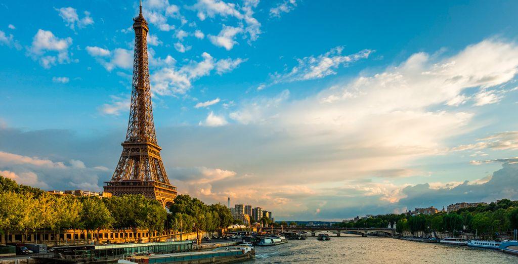 A tu llegada a París serás trasladado al hotel para pasar una noche y comenzar el tour al día siguiente