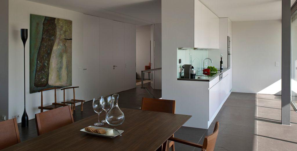 En el primer piso de la casa totalmente equipada se encuentra la cocina