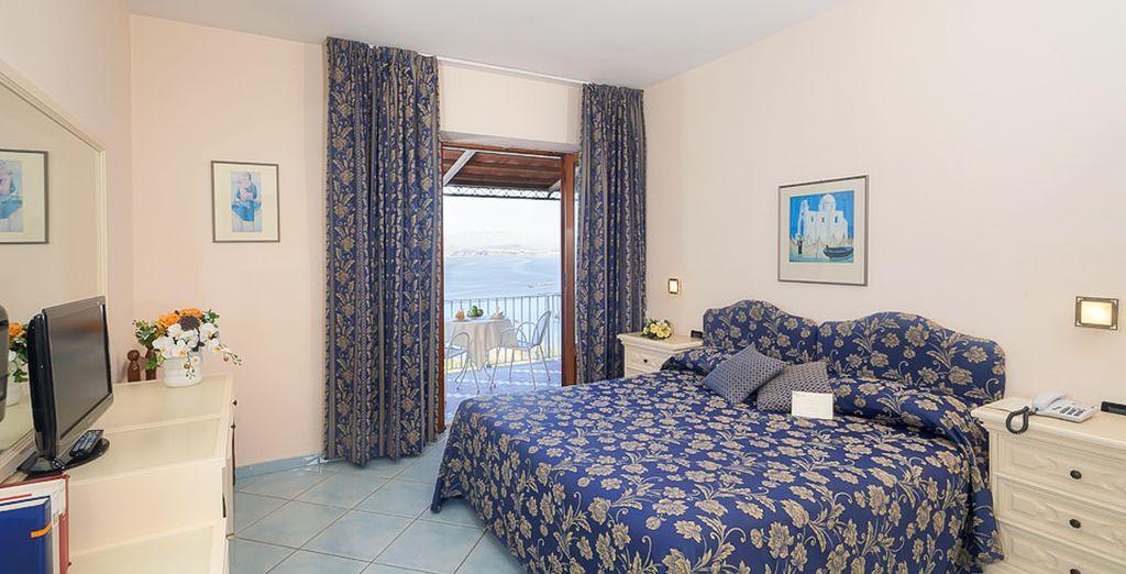 O bien en tu habitación Superior también con vistas al mar