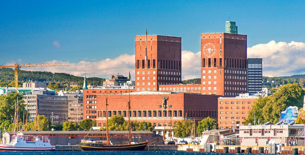El edificio del ayuntamiento de Oslo y sus reconocibles torres
