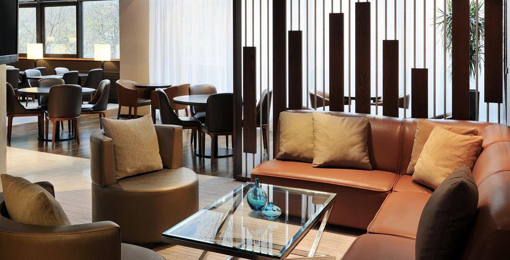 Ofrece un interior agradable y un entorno acogedor