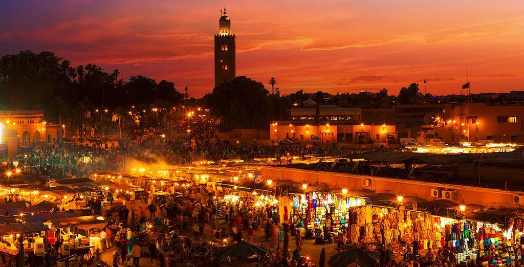 Adéntrate en la plaza de Jamaa el Fna