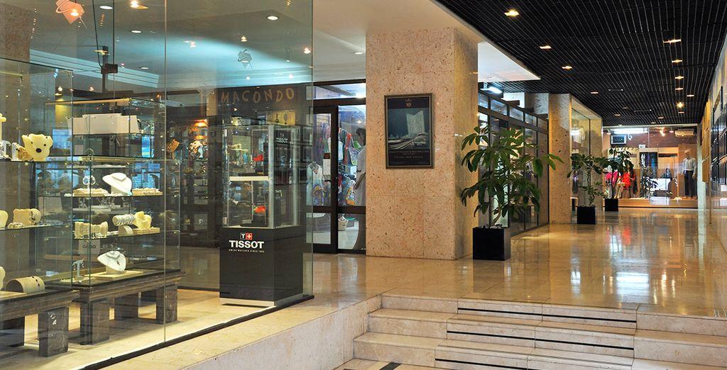 En su interior encontrarás una galería comercial