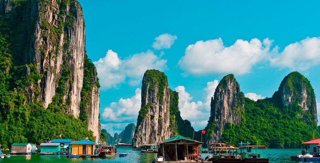 También disfrutarás de un crucero en la Bahía de Halong