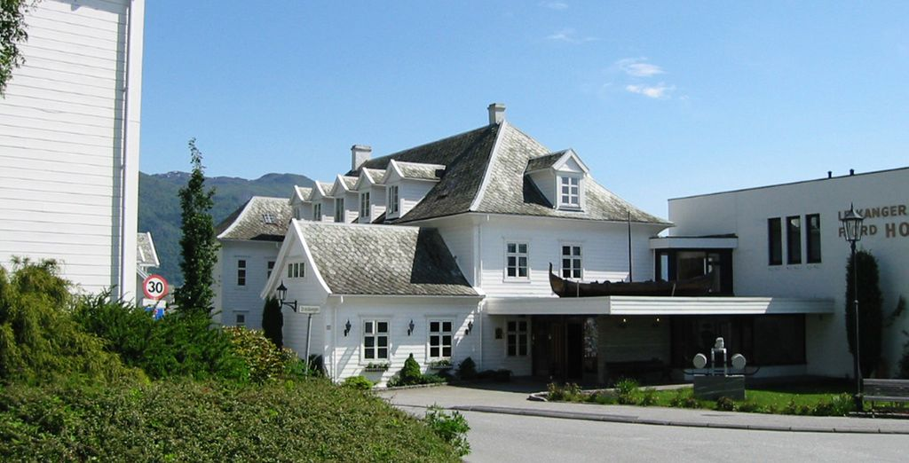Te alojarás en el hotel Leikanger Fjord 3*, en Leikanger