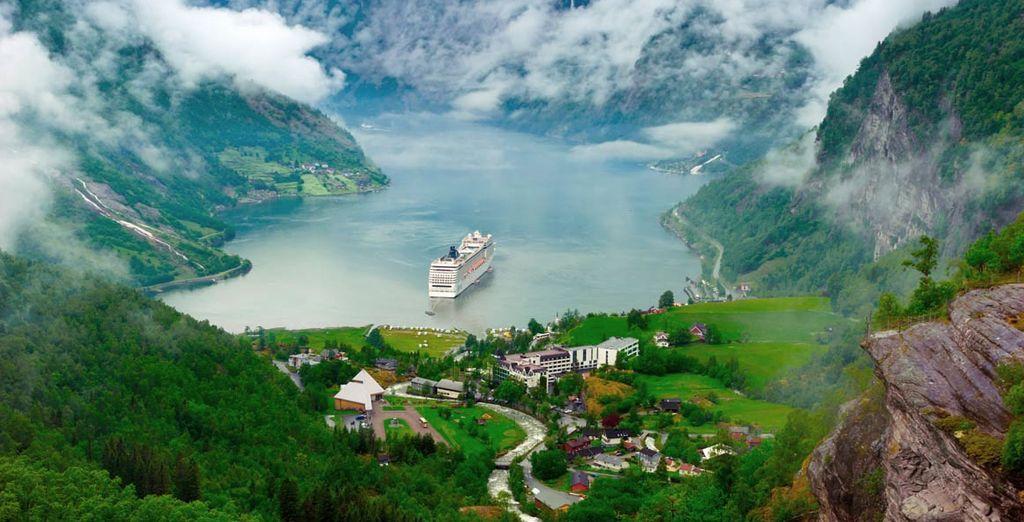 El fiordo Lusterfjord rodeado de un paisaje de belleza única