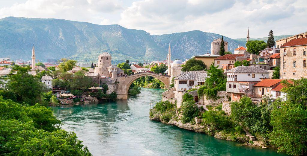 El cuarto día visitarás Mostar, en Bosnia-Herzegovina, considerada una de las ciudades más bellas y emblemáticas de los Balcanes