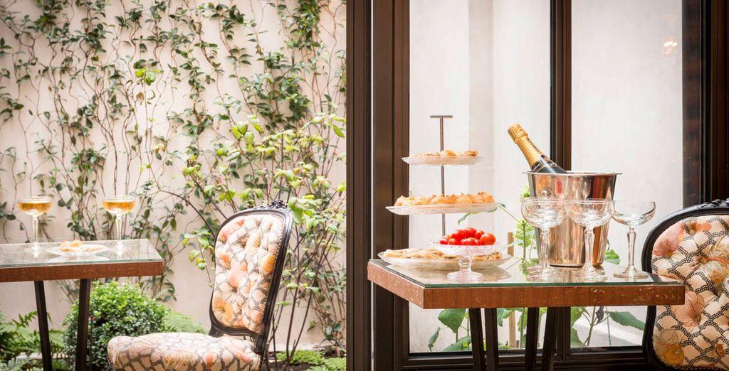Serás recibido en la tradición francesa mezclando el refinamiento y sus sabores