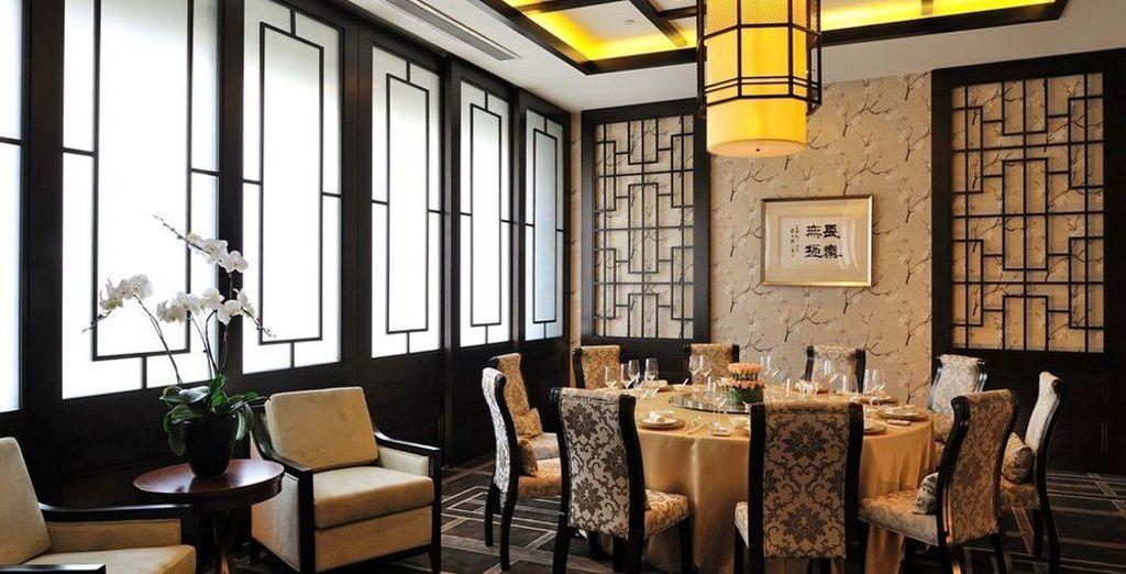 Te alojarás en el Guoman Hotel Shanghai 5*