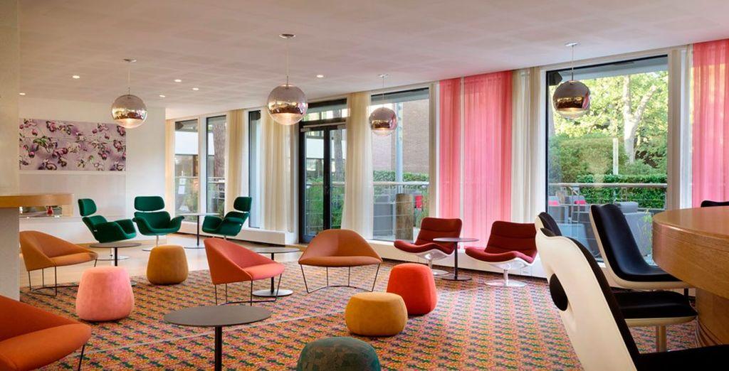 Un moderno hotel con todas las comodidades