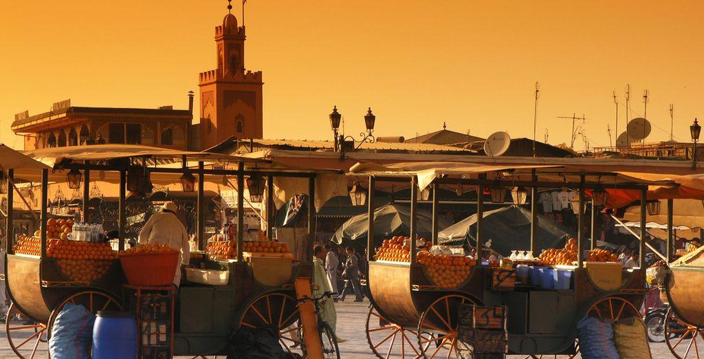 Siente el embrujo de Marrakech en su conocida plaza de Jamaa El Fna