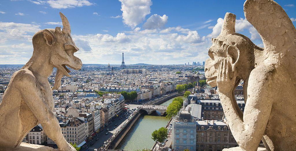 Las gárgolas de Notre Dame vigilan la ciudad