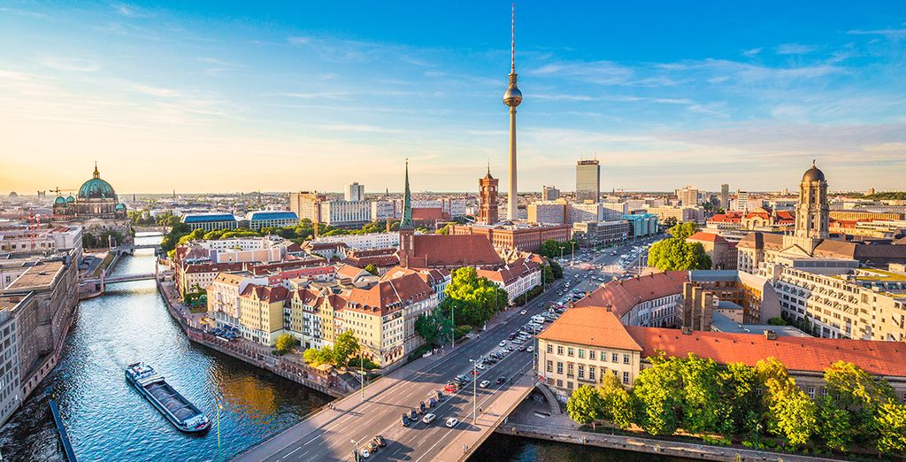 Tu primera parada será la moderna y espectacular Berlín