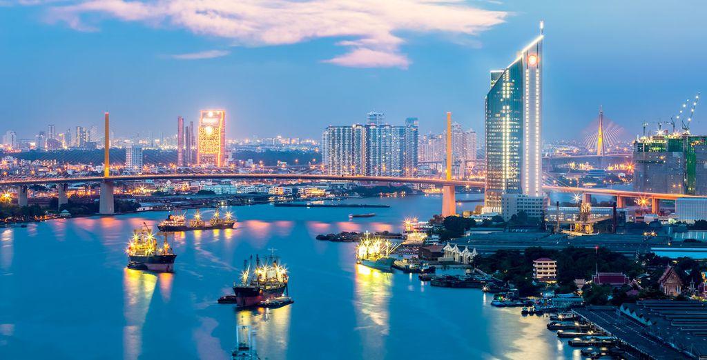 Desde el río Chao Praya se pueden ver los principales monumentos iluminados