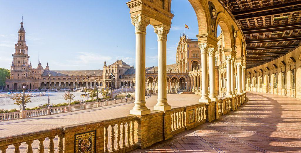 Acércate a conocer Sevilla, a menos de una hora en coche