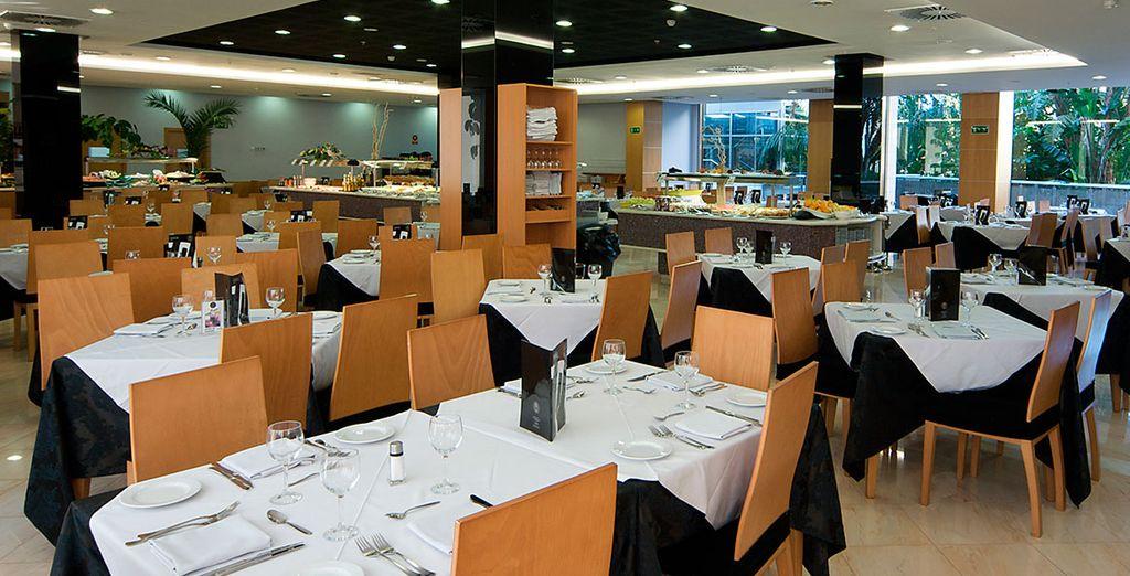 Disfruta de 2 completos restaurantes y aprovecha tu régimen de media pensión