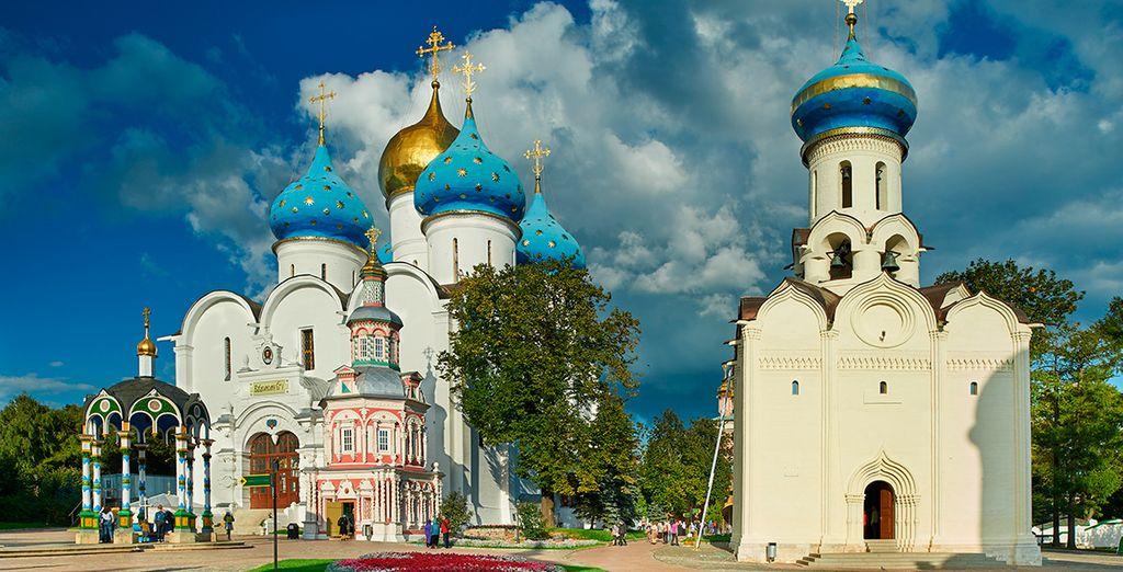 Sérguiev Posad (Zagorsk), localidad de excepcional interés artístico e histórico, situada a 75 km de Moscú