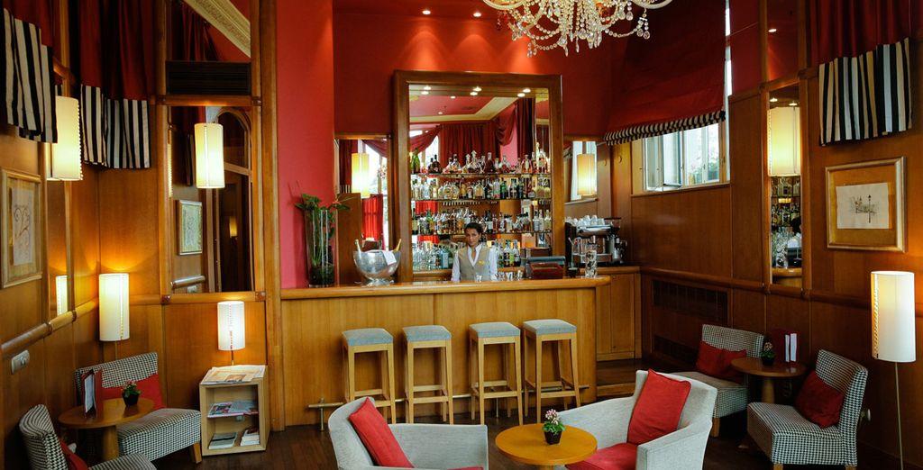 Tómate una copa en el Bar y relájate después de un día de turismo