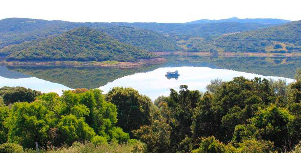 El lago Liscia te sorprenderá