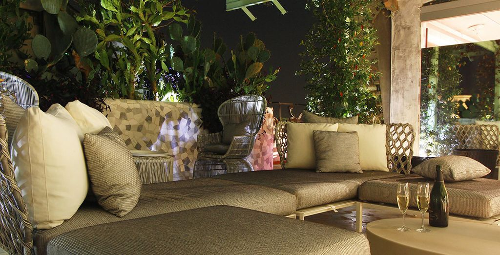 Te recibiremos con una bebida de bienvenida en el Terrace Roof