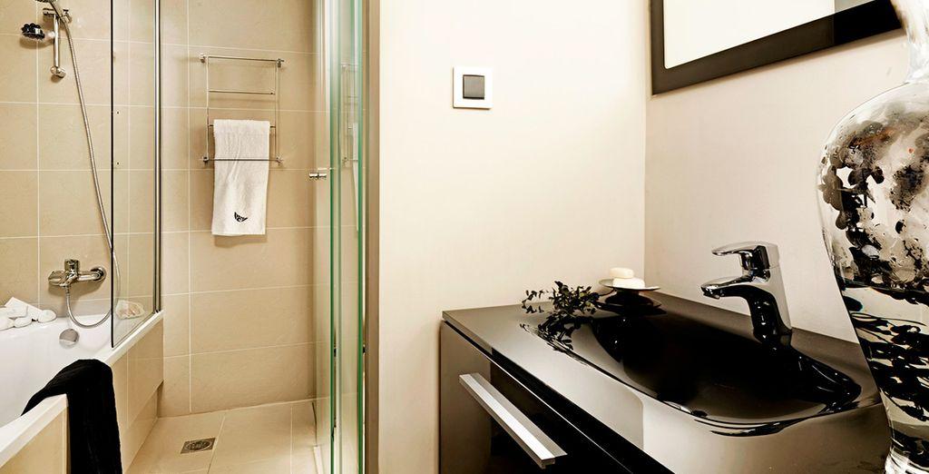 Con un baño privado totalmente funcional