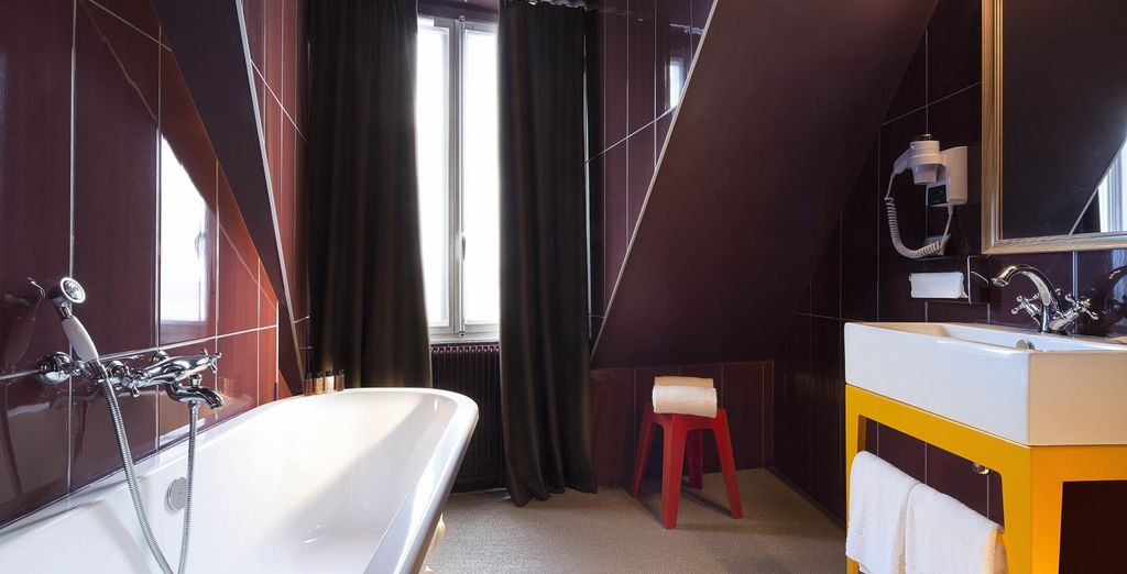 ... con un baño completamente equipado