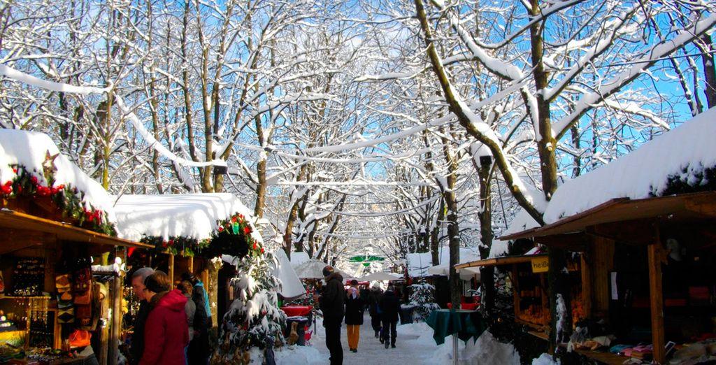 Pasea por una escena de un cuento de invierno en el mercado de Navidad de Baden‐Baden