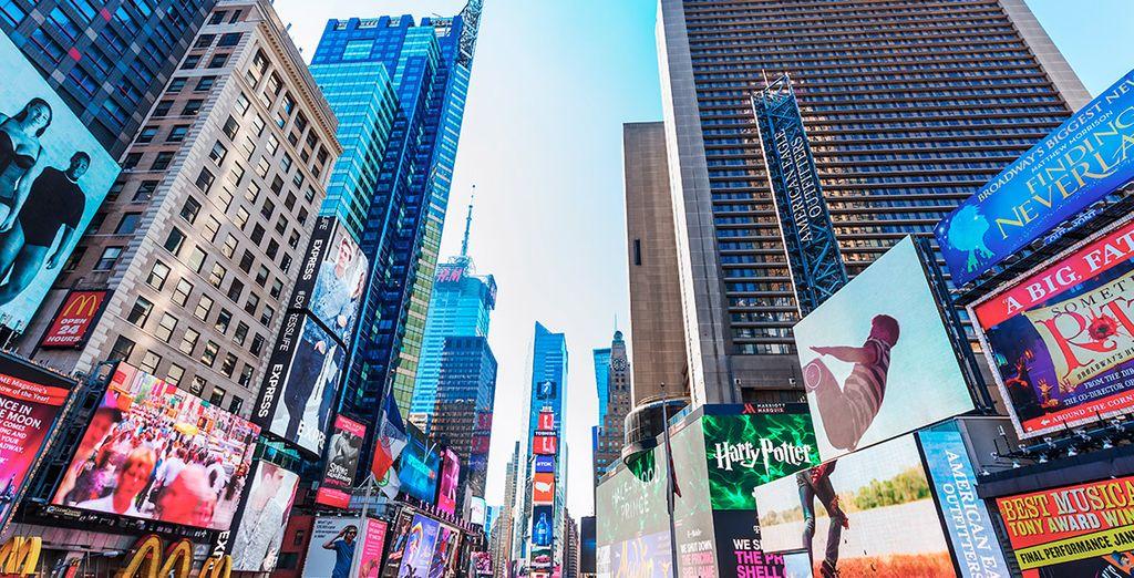 Acércate a Times Square. ¡Una ciudad vibrante!