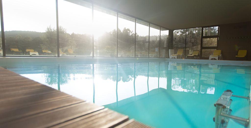 Disfruta de la piscina interior climatizada a la que tendrás acceso