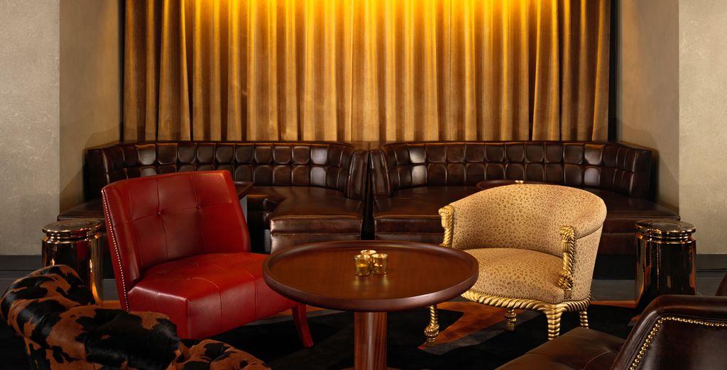 La decoración es cálida y sofisticada con un toque británico