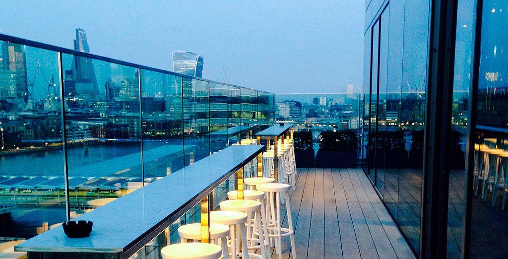No hay nada mejor que disfrutar de una copa en la terraza con estas vistas