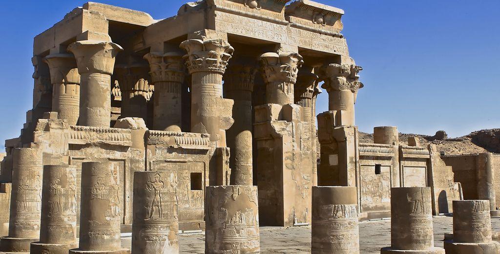 En Kom Ombo visitarás los templos de los Dioses Sobek y Haroeris
