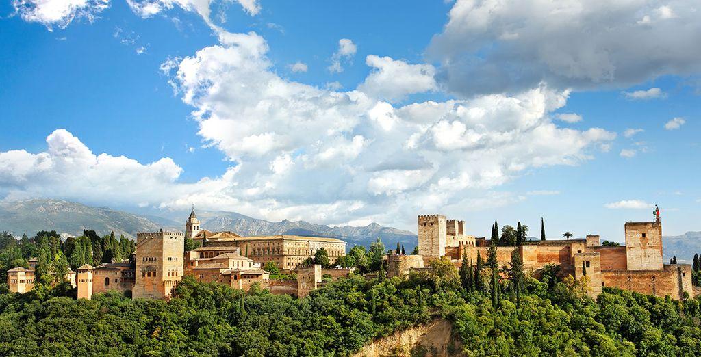 Admira la belleza de La Alhambra desde el mirador de San Nicolás