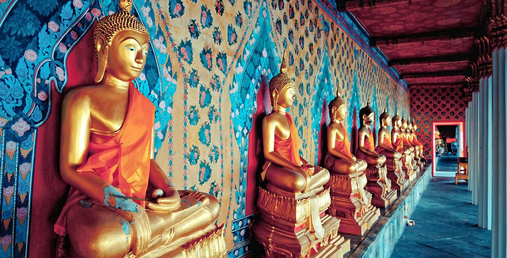 Dentro del templo Wat Arun encontrarás miles de estatuas de budas