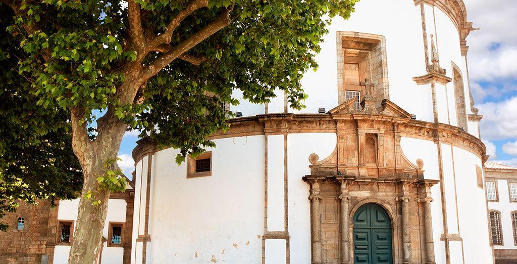 Visita lugares fascinantes, como el Monasterio de la Serra do Pilar