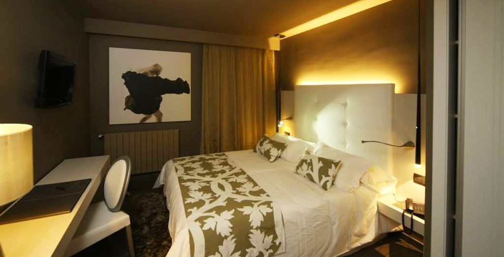 Descansa en tu confortable habitación doble, triple o cuádruple