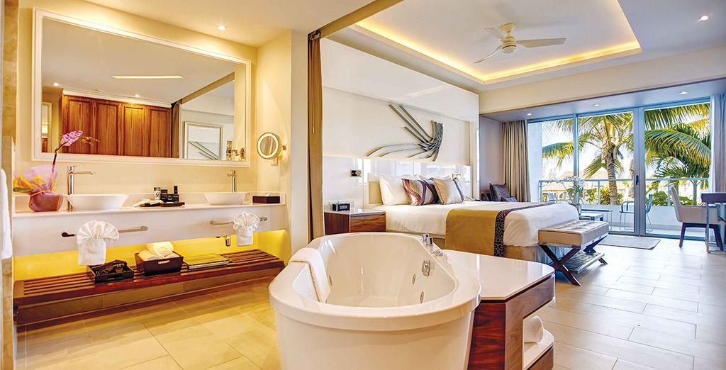 Te alojarás en una espectacular Luxury Junior Suite con vistas al océano